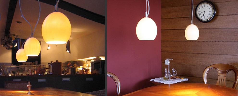 hanglampen boven de eettafel en keukenlampen