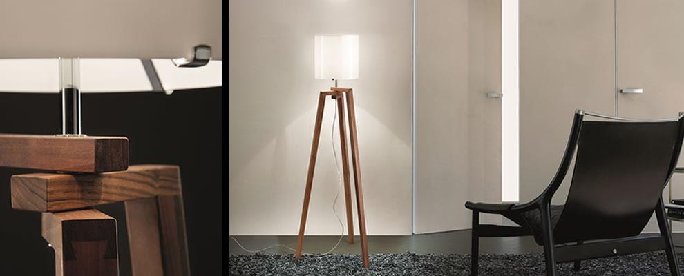 Vloerlamp houten driepoot met glas for Design lamp hout