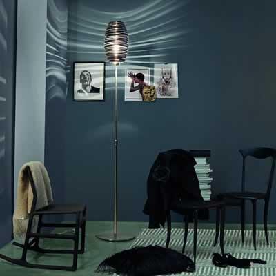 elegante, klassieke en grote staande glazen lamp in vier kleuren