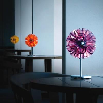 Kleurrijke sfeer verlichting en tafellamp