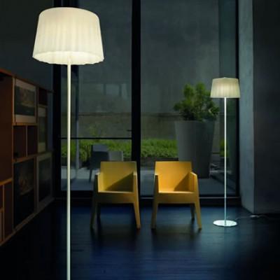 Klassieke glazen staande lampen in wit en chroom